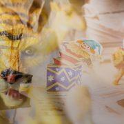 Painajaistunnelmainen valokuvakollaasi, jossa uhkaava tiikerihahmo ja laatikosta nouseva klovni..